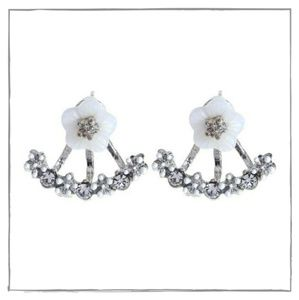 🆕 White Flower Stud Earrings - Ear Jacket